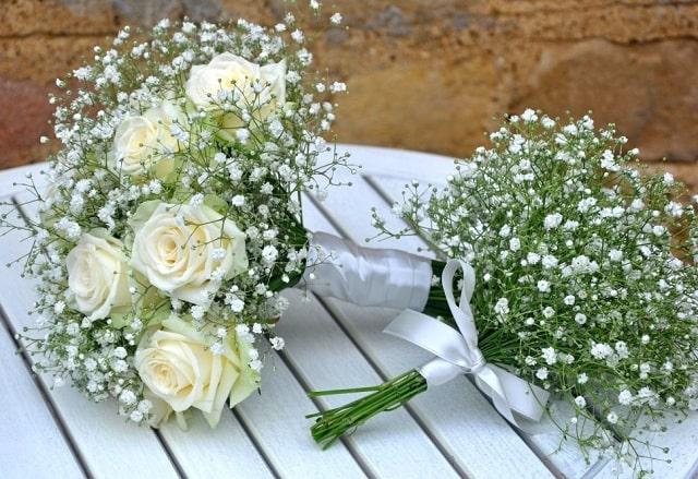 hoa baby cầm tay cô dâu đẹp sang trọng