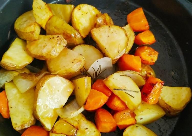 khoai tây, cà rốt, hành tây nhỏ, Tiêu, muối, dầu oliu, Lá rosemary hoặc rau ngò