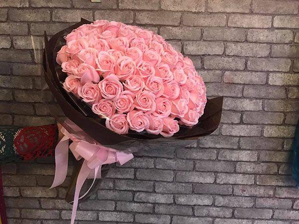 sự thay đổi nhanh chóng của những bông hoa hồng sáp