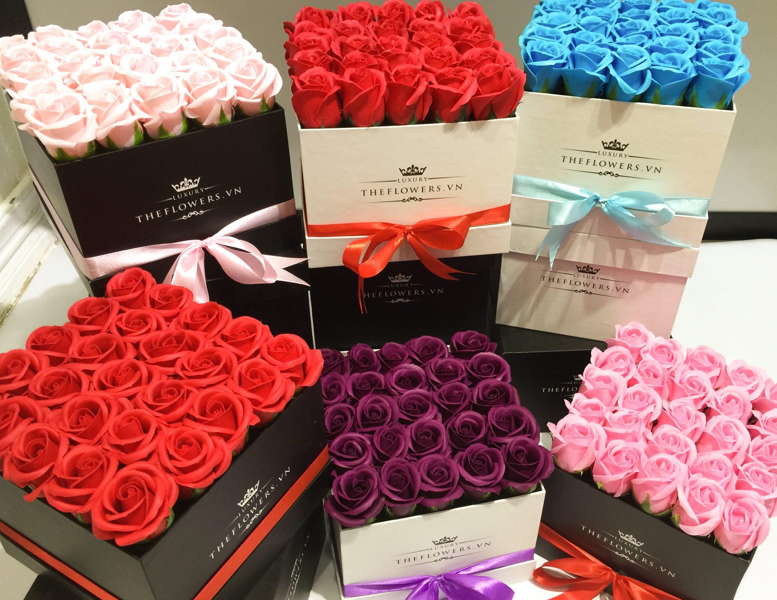một điểm nhấn ấn tượng của những bông hoa hồng sáp màu sắc tươi mới